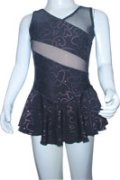 043-04 スカートあり